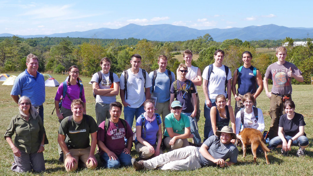 The 2014 Field Methods crew in front of a Blue Ridge backdrop.  Our hosts Ann and Jerry Samford (W&M Geology 1977) anchoring the right flank (left side of photo).