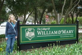 Rachel standing in front of the College of Willam and Mary sign