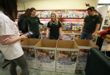 Students in W&M Bookstore collecting food donations for Foodbank